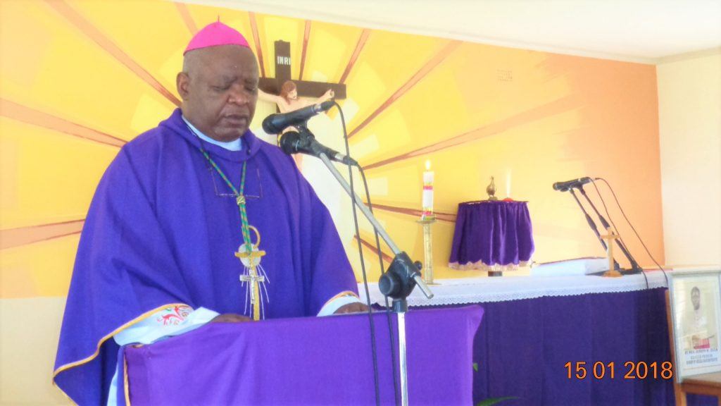 Picture of Bishop Mtumbuka leads the faithful in celebrating the life of Bishop Zuza