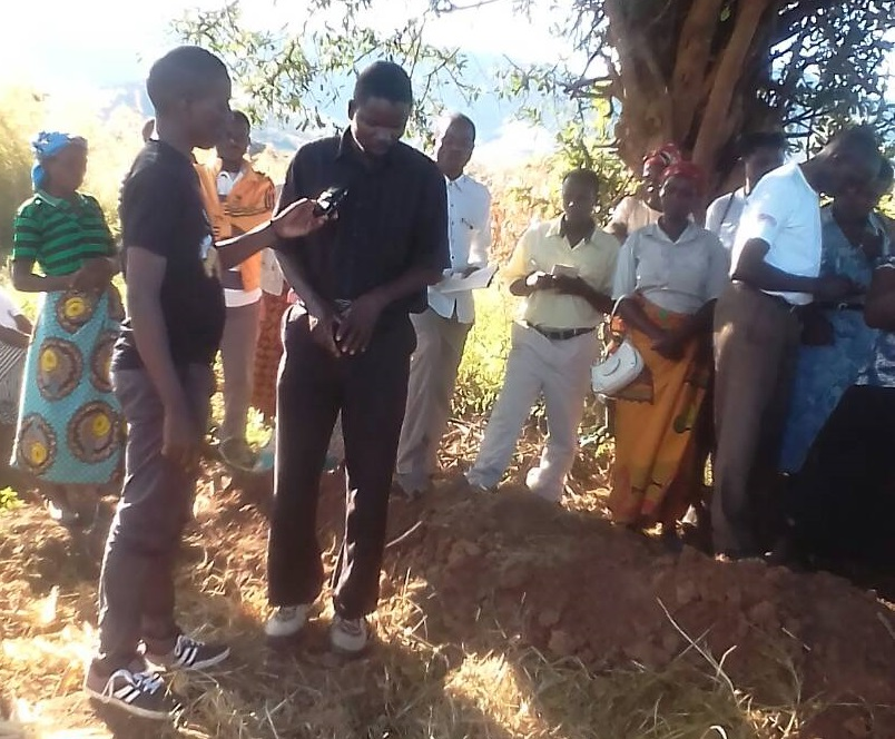 Farmers testifying the importance of manure in maize production as Adams Mwenelupembe of TFM captures