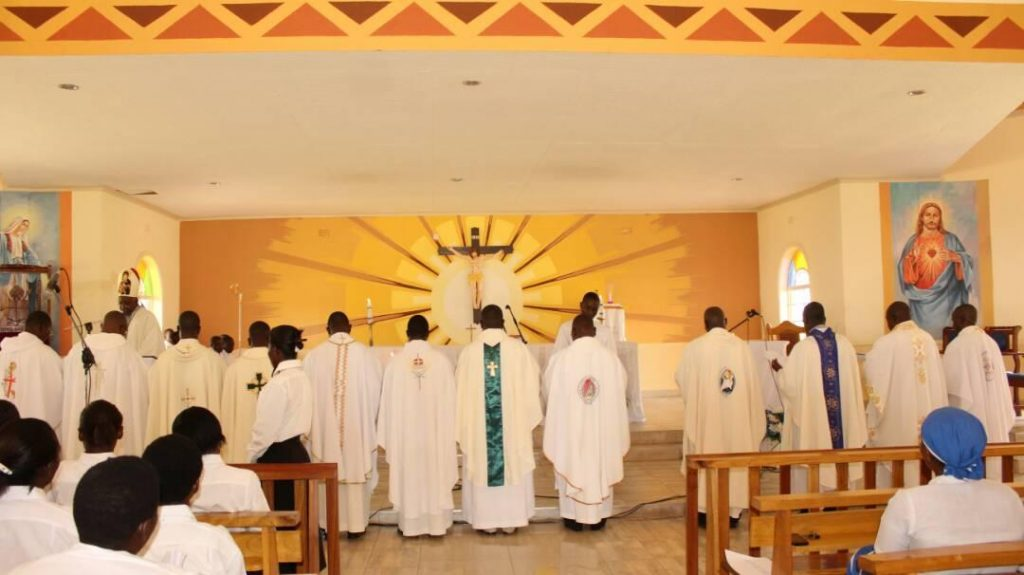 Picture of Priests renew their commitment to serve people and obey their Bishop